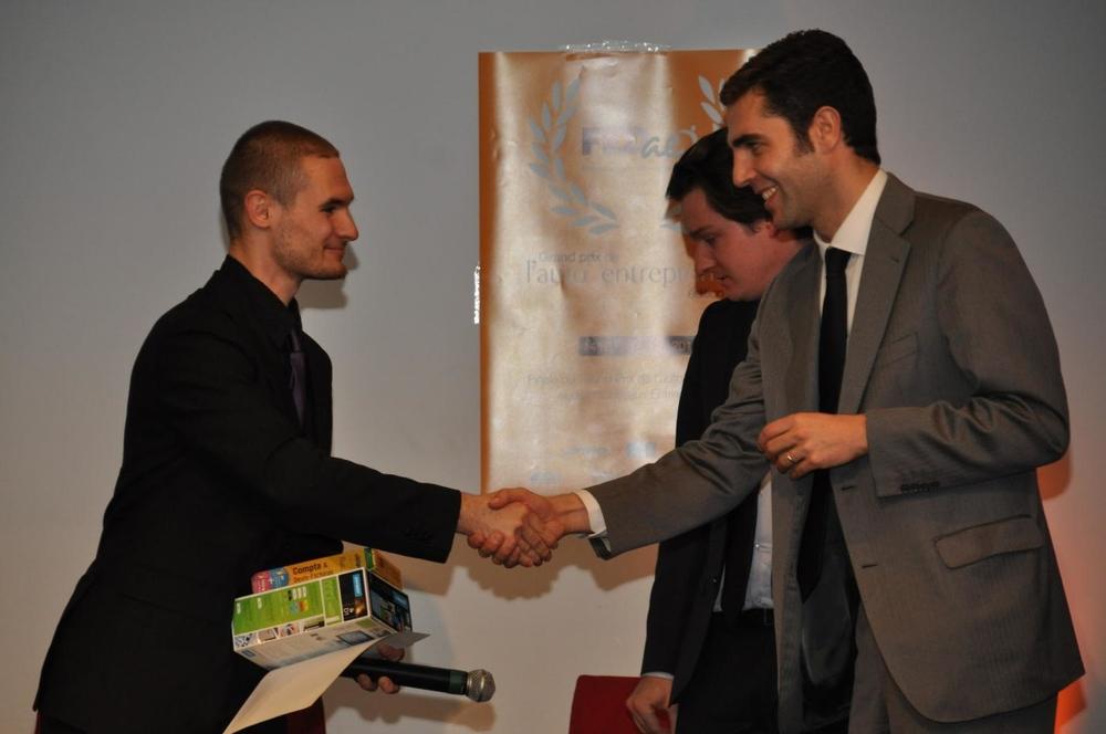 Prix étudiant remis par Sylvain BUREAU (ESCP Europe), Nicolas BOURGEOIS-LEGRAIN (Président du jury) et Grégoire LECLERCQ (Président de la FEDae)