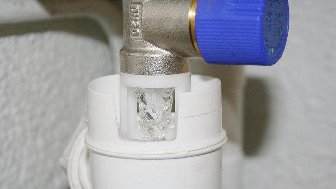 Urgence plombier strasbourg fuite d 39 eau panne chauffe eau lectrique - Fuite groupe de securite chauffe eau ...