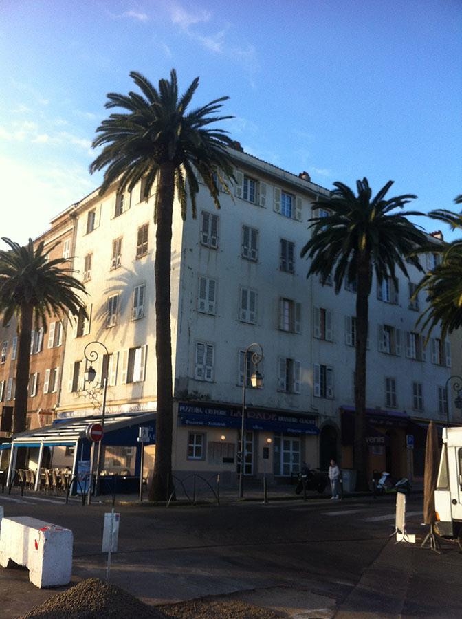 Ajaccio, port, immeuble collectif