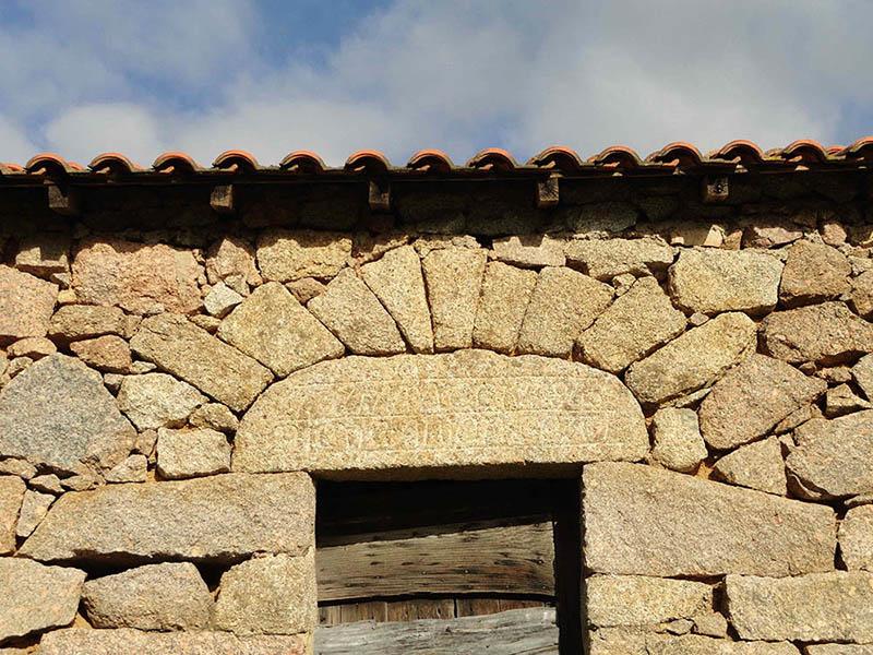 LINTEAU, inscriptions, pierre, alata, corse