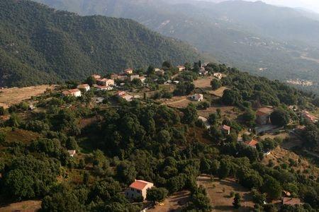 Tavaco vue de loin, corse village