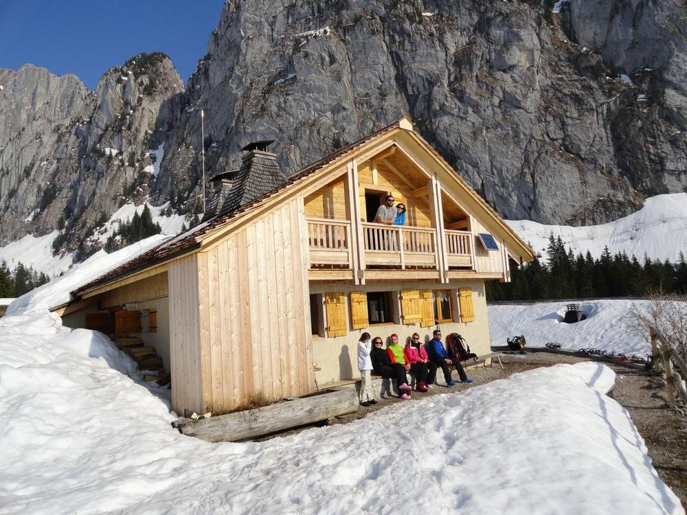 Week-end raquettes refuge fondue fabrice testud accompagnateur en montagne haute savoie igloo fondue nocturne scolaires raquettes à neige 12