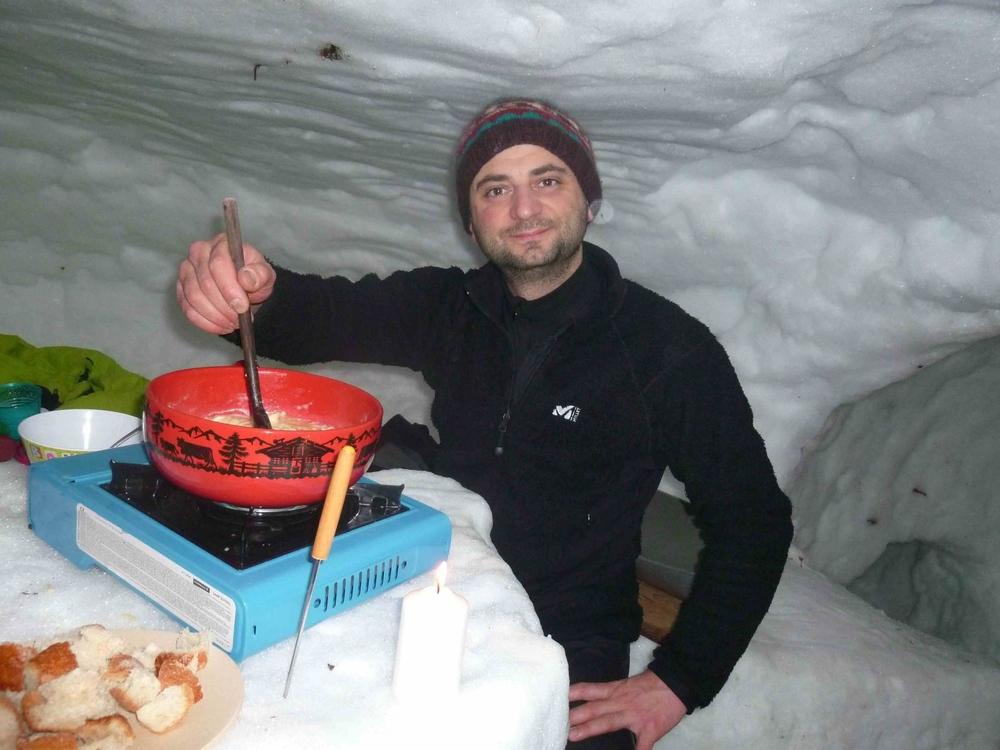 fondue 18 aux fromages igloo fabrice testud accompagnateur en montagne haute savoie igloo nocturne scolaires raquettes à neige