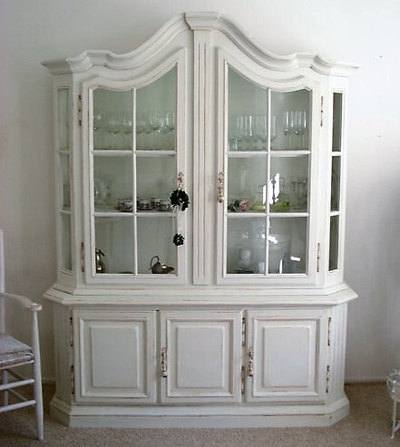 on relooke un buffet vaisselier dans le style shabby chic. Black Bedroom Furniture Sets. Home Design Ideas