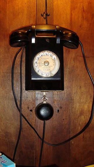 meuble-cabine-telephone-vintage-2