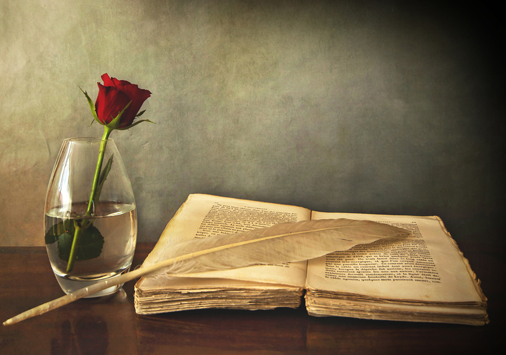 FreeGreatPicture.com-31480-old-books-and-roses