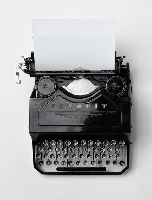 LJIZlzHgQ7WPSh5KVTCB_Typewriter_-_Copie