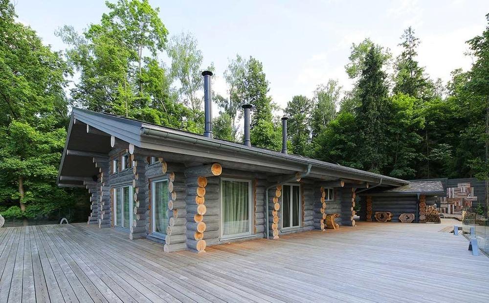 Chalet en fuste chalet en rondin chalet en bois maison en for Fabricant chalet