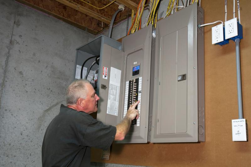 iStock_000041151052_Electrical-Repair