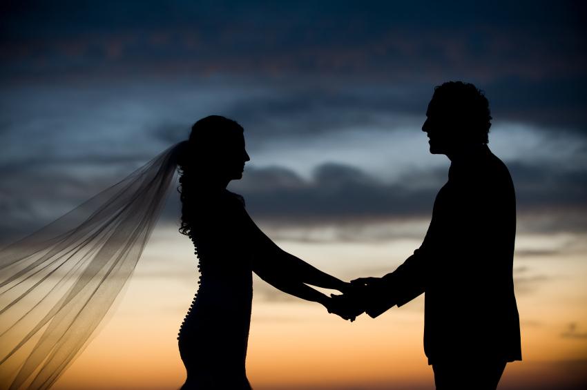free-weddings-sunset-silhouette-iStock_000008929186Small