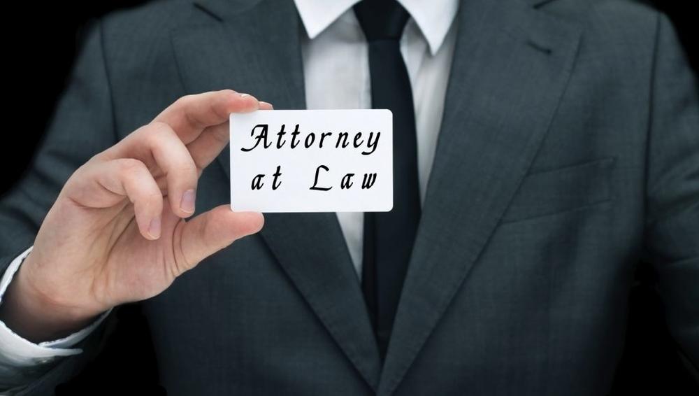 iStock-business-card-lawyer-1024x580