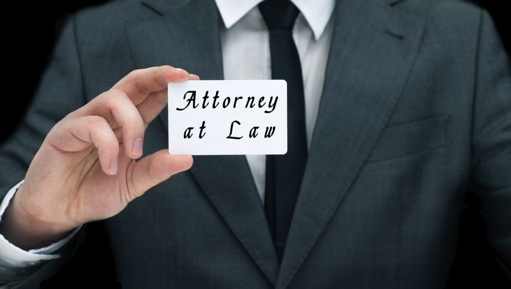 iStock-business-card-lawyer-1024x580