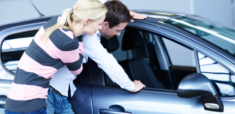 car_shopping_couple_buying_henderson_istock_000020063293small