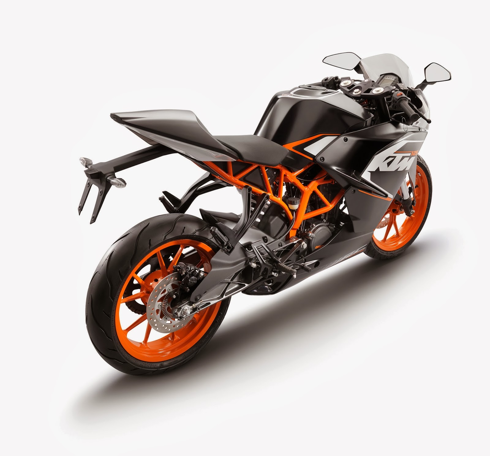 2017 Ktm Duke 125 New Spy Shots Ktm Had Revealed The New Duke 390 And Duke 125 Together Last Year Both Of Them Come Packed With The Same Set Of Features And Look Identical This Is Surprising As The New Duke 250 Doesn T Get The Split Headlamp And