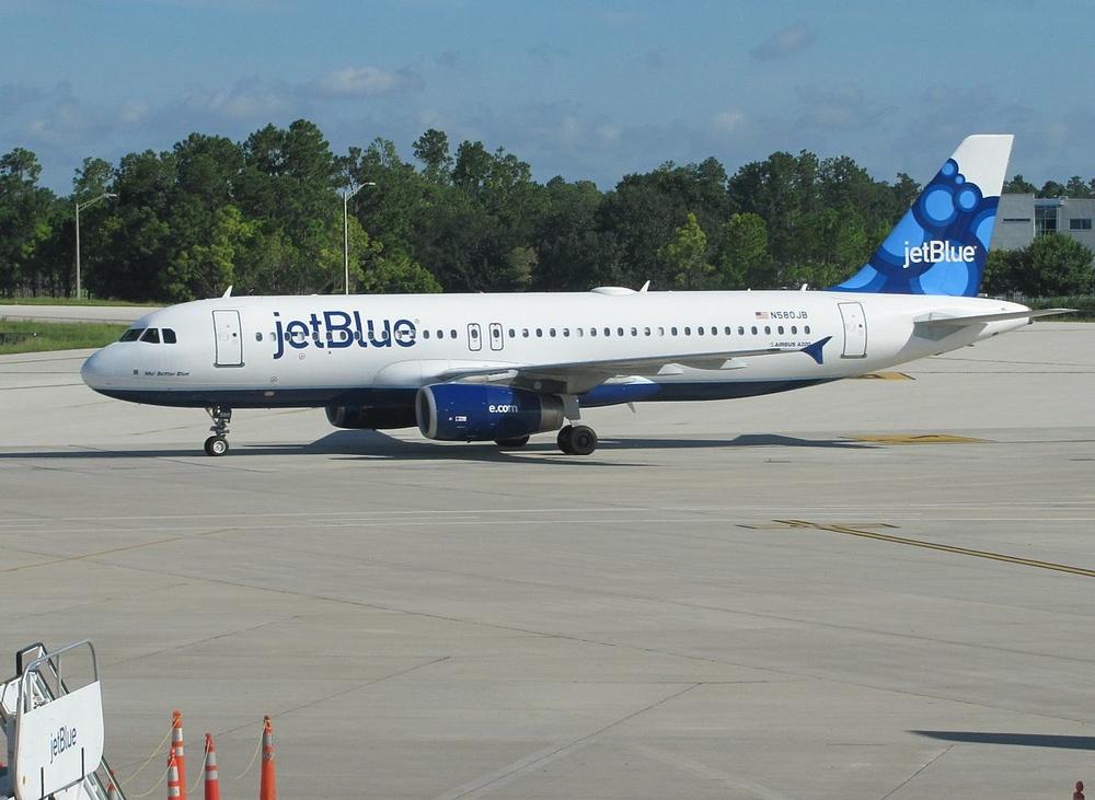 1200px-JetBlue_A320_at_Orlando